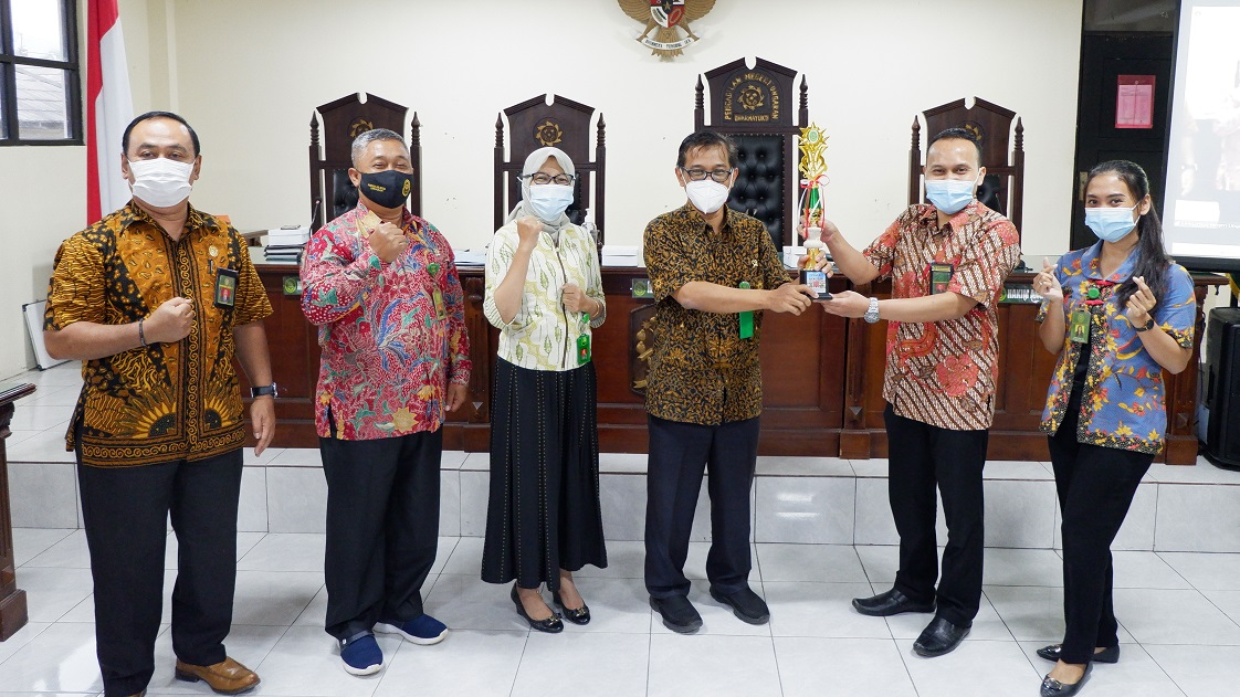Pemenang Lomba 5R (Ringkas, Rapi, Resik, Rawat dan Rajin) Pengadilan Negeri Ungaran